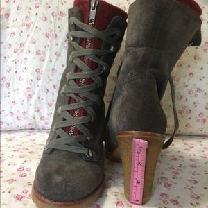 UGG Shoes - Ugg boots. Size 7.